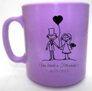 Canecas de café um brinde a felicidade